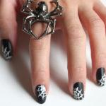 Jak zrobić pajęczynę na paznokciach?