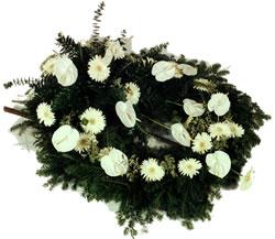 wieniec-na-grob-z-zywych-kwiatow