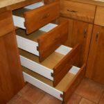 Jak zrobić szafkę z szufladami?